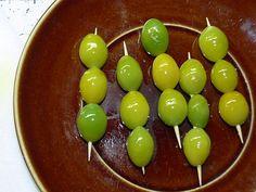 opražená semena jinanu na špejli - osmažená semena ginkga jsou ozdobou jídel na párty  © Ivana Paukertová 2014 Bude, Ivana, Fruit, Party, Food, Fiesta Party, Meal, Essen, Parties