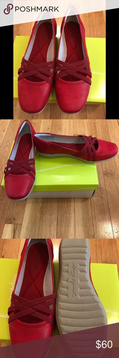 Easy Spirit Aubree flats Perfect slip on shoes for on the go! Add a pop of color to any outfit with these brand new/never worn flats. Easy Spirit Shoes Flats & Loafers