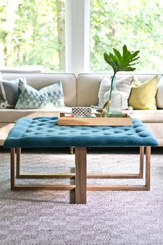 How to Build a Tufted Ottoman Coffee Table Old Coffee Tables, Diy Coffee Table, Coffee Table With Storage, Upholstered Ottoman Coffee Table, Diy Ottoman, Tufted Bench, Pallet Furniture Ottoman, Ottoman Ideas, Accent Furniture