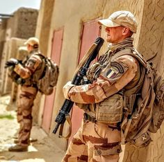 French Foreign Legion, Future Weapons, Special Ops, Military Gear, Men In Uniform, Warfare, Vietnam, Hot Guys, Guns