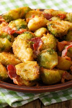 Rosenkohl mit Semmelbröseln und Speck Brussels sprouts with breadcrumbs: simple recipe with bacon – diet recipes – bildderfrau.de Related posts: Breaded maple glazed roasted brussels sprouts Bacon bread from the pot Loaded Bacon Cheddar Bread Easy Bacon Recipes, Beef Recipes, Chicken Recipes, Healthy Diet Tips, Healthy Recipes, Cooking For Beginners, Cooking Tips, Lard, Ground Beef