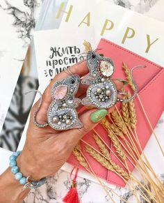 "Handmade only ❤ on Instagram: ""Автор @irinasur_jewelry 💎 💎 〰〰〰〰〰〰〰〰〰〰〰〰〰〰 По всем вопросам обращайтесь к авторам изделий!!! 💎 #ручнаяработа #брошьизбисера…"" Happy A, Beaded Embroidery, Beading Patterns, Ornaments, Beads, Bracelets, Handmade, Crafts, Jewelry"