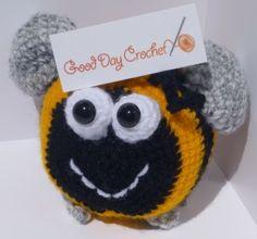 Crochet bumblebee Bee - Free Amigurumi Pattern also in PDF version  http://www.gooddaycrochet.com/pattern-crochet-bumblebee/
