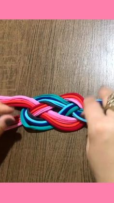 How to make a Triangle Friendship Bracelet (DIY), My Crafts Diy Friendship Bracelets Patterns, Diy Bracelets Easy, Bracelet Crafts, Jewelry Crafts, Diy Paracord Bracelet, Hemp Bracelet Patterns, Crochet Bracelet, Diy Crafts Hacks, Rope Crafts