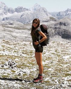 adventure You are in the right place about hot Hiking Outfit Here we off Cute Hiking Outfit, Trekking Outfit, Summer Hiking Outfit, Outfit Winter, Hiking Boots Outfit, Mountain Hiking Outfit, Running Shorts Outfit, Running Outfits, Running Style