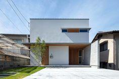瑠璃の木箱 | 施工事例 | KALEIDO DESIGN(カレイドデザイン)-広島を拠点とした建築設計事務所 Small House Design, Facade House, Simple House, Exterior Design, Architecture Design, Minimalism, House Styles, Outdoor Decor, Modern