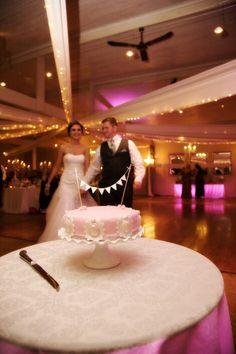 Simple cameo brooch cake Vintage Style, Vintage Fashion, Brooch, Elegant, Simple, Cake, Wedding, Classy, Pie Cake