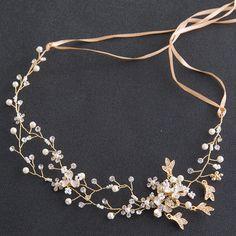 Oak leaf ideas* Adorei demais esse enfeite de cabelo. Head Jewelry, Resin Jewelry, Cute Jewelry, Silver Jewelry, Wedding Headdress, Bride Headband, Hippie Hair, Wedding Girl, Hair Decorations