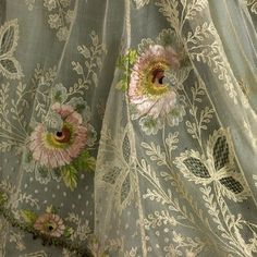 dress, silk tulle, floral embroidery in chain, stem, long and short stitch. Historical Costume, Historical Clothing, Antique Lace, Vintage Lace, Victorian Lace, Lace Embroidery, Embroidery Designs, Embroidered Lace, Bordado Popular