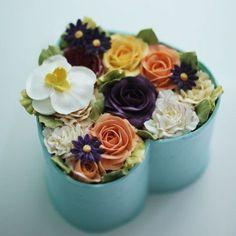 Flowerbox style flowercake...all made with buttercream.  #buttercream #buttercreamflowers #flowers #flower #cake #cakes #kiss #orchid #kissthecake #koreanstyle #carnation #koreanbuttercream #spring #flowerbox #호접란 #카네이션 #케이크 #케익 #플라워케이크 #플라워 #플라워케익 #버터크림 #키스더케익 #키스 #키스더케이크 #플라워박스 #버터크림플라워케이크 #벚꽃 #봄