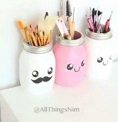 Diy prendre un pot le peindre de la couleur de son choix décoré à sa manière puis ajouter se que l'on souhaite à l'intérieur ( très décoratif )