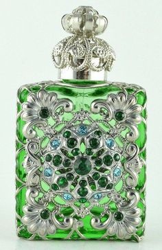 cb9878bcd176c690c78cfabdb31c014d--vintage-parfum-vintage-perfume-bottles.jpg (522×807)