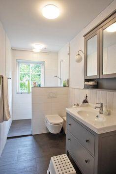Little Lotta ~ Our Sweden House: Kleine Lotta ~ Unser Schwedenhaus: 2018 Little Lotta ~ Our Sweden House: 2018 - Sweden House, Bathroom Interior Design, Interior Decorating, Bathroom Designs, Appartement New York, Narrow Bathroom, Sweet Home, New Homes, Vanity