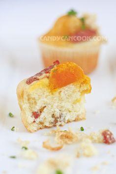 Bánh nở xốp, mềm, rất thơm với sự kết hợp nhịp nhàng giữa mặn và ngọt