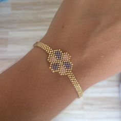 Really want excellent helpful hints concerning jewelry? Head to our great website! Seed Bead Bracelets, Seed Bead Jewelry, Beaded Jewelry, Bracelets Bleus, Seed Bead Patterns, Peyote Beading, Bijoux Diy, Brick Stitch, Beaded Bracelets