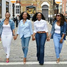 I remember when I first saw this photo a few years ago...I was blown away..i meanyou can literally feel the energythe laughterthe styleclass & bond amongst these beautiful women.It sure speaks volumes...which is why my WCW is to all the BoldBeautiful & Strong Women out there.. .You are indeed Wonderfully & Fearfully made..keep doing your thing & have a lovely mid-week. #Women #wcw #book #strong #beautiful #bold&Beautifulwomen  #womensupportingwomen #Womenholdinghands #laughter #togetherness…