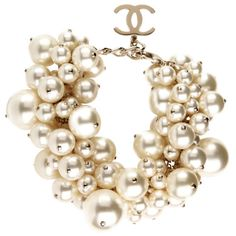 Look at them. Chanel - the oodles of pearls necklace and that sweet CC charm. Chanel Jewelry, Jewelry Box, Jewelry Accessories, Fashion Accessories, Craft Jewelry, Gold Jewellery, Jewelry Stores, Jewlery, Silver Jewelry