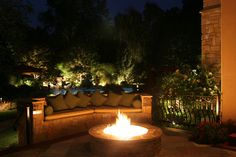 Outdoor Fire pit and couch - great backyard idea