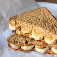 Peanut butter sandwich, banana sandwich, peanut butter banana, almond b Banana Sandwich, Banana Bread, Healthy Snacks, Healthy Recipes, Dessert Healthy, Easy Recipes, Healthy Eating, Sandwiches For Lunch, Sandwich Recipes