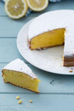 Pan di limone: tutto il profumo e il sapore dei limoni in una sofficissima torta. [Lemon cake]