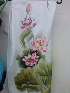 Lotus Painting, Dress Painting, Fabric Painting, Painting & Drawing, Hand Painted Sarees, Fabric Paint Designs, Painted Canvas Shoes, Acrylic Painting Techniques, Silk Art