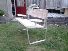 Seat from palletwood and scrapyard steel