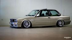 BMW E30 3 series tan slammed