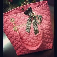 Betsey! ♥♥ I have a smaller version in black but I'm living this coral color! So cute!