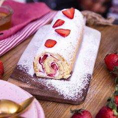 Gâteau roulé aux fraises Here is the strawberry and cream roll cake, it will be perfect for tasting it! Gourmet Recipes, Mexican Food Recipes, Sweet Recipes, Cookie Recipes, Köstliche Desserts, Delicious Desserts, Dessert Recipes, Brownie Recipe Video, Strawberry Roll Cake