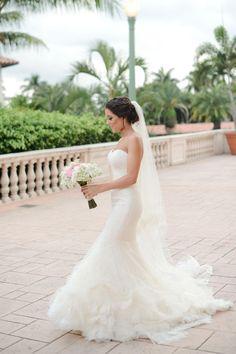 Mermaid gown, wedding dress, veil // Lara Rios Fine Art Photography