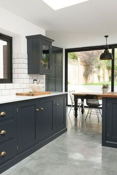 I love the dark detailing on the cabinetry in this London kitchen. I love the dark detailing on the cabinetry in this London kitchen. The perfect balance of monochromatic darkest blue and white with touches of brass. The cupbo Dark Grey Kitchen Cabinets, Painting Kitchen Cabinets, Blue Cabinets, Kitchen Backsplash, Kitchen Cabinetry, Shaker Cabinets, Metro Tiles Kitchen, Kitchen Subway Tiles, Marble Kitchen Countertops