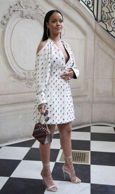 A estreia de Maria Grazia Chiuri à frente da Dior atraiu um time A de convidados. Rihanna, que apresentou sua própria coleção na quarta-feira, também na semana de moda de Paris, não deixou de comparecer ao desfile verão 2017 da grife Thibault Camus / AP