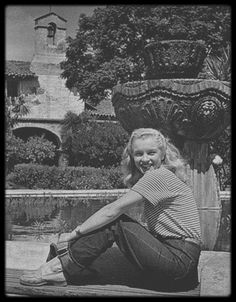 """Marilyn Monroe photographed by Richard Miller, I said to Norma Jeane: """"Sit on the highway, it represents Life!"""" It all started here, in Norma Jeane. Marylin Monroe, Estilo Marilyn Monroe, Young Marilyn Monroe, Marilyn Monroe Photos, Classic Hollywood, Old Hollywood, Hollywood Glamour, Hollywood Actresses, Nickolas Muray"""