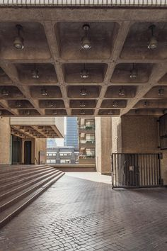 An epic landscape of mammoth concrete structures; collectively known as the Barbican complex and a fine example of Brutalist architecture London Architecture, Minimalist Architecture, Urban Architecture, Concrete Structure, Building Structure, Concrete Building, Barbican, Exposed Brick, Ranch Style