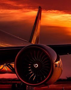 Motors Best Picture For Aircraft engine For Your Taste You are lookin… - aircraft desig City Aesthetic, Travel Aesthetic, Airplane Pilot, Airplane View, Airplane Wallpaper, Airplane Photography, Aircraft Engine, Commercial Aircraft, Aircraft Design