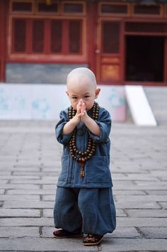 Isn't he adorable! Precious Children, Beautiful Children, Beautiful Babies, Beautiful People, Kids Around The World, People Around The World, Cute Kids, Cute Babies, Little Buddha