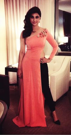 pAREENETI AT IIFA AWARDS 2014...love this outfit, made it for my bday :D 18/12