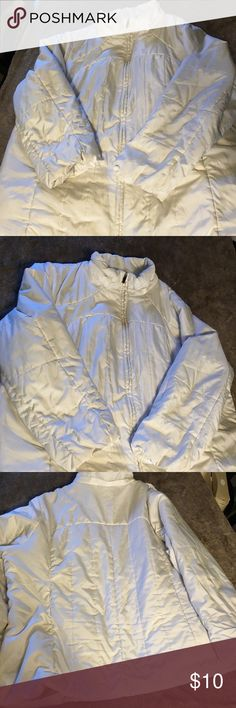 Fashion Bug Puffer Coat Fashion Bug white puffer coat.  No longer have the hood for it.  Size 3X. Fashion Bug Jackets & Coats Puffers