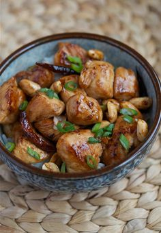 Ingredients:    1 1/2 boneless & skinless chicken breast (or 3 boneless & skinless chicken drumsticks)  3 tablespoons roasted peanuts  8-12 dried red chilies (deseeded and cut into halves)  3 tablespoons cooking oil  5 slices peeled fresh ginger  2 gloves garlic (sliced diagonally)  1 stalk scallio
