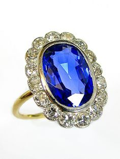 A CLASSIC ART DÉCO SAPPHIRE AND DIAMOND-RING CIRCA 1925, PLATINUM AND YELLOW GOLD,WITH A UNTREATED CEYLON SAPPHIRE