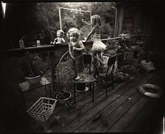 Sally Mann Photography, Fine Art Photography, Family Photography, Artistic Photography, Photography Ideas, Sally Mann Immediate Family, Blowing Bubbles, Famous Photographers, Baby Kind