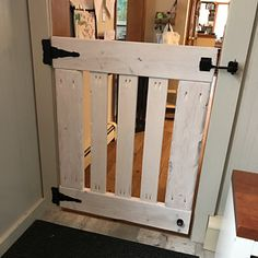 Rustic Half Door / Dog / Pet Gate - Please Read Description - Dog Kennel Diy Dog Gate, Diy Gate, Diy Baby Gate, Baby Gates, Wooden Dog Gates, Wooden Gate Plans, Indoor Gates, Pallet Gate, Porch Gate