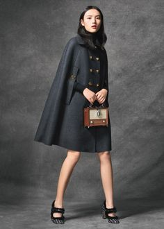 Discover the new Dolce & Gabbana Women's Wonderland Collection for Fall Winter 2016 2017 and get inspired. Fall Winter Outfits, Winter Fashion, Coats For Women, Clothes For Women, Cool Coats, Cape Coat, Casual Street Style, Trench Coats, Fashion 2020