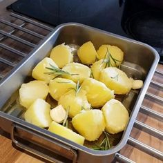 For the best roast potatoes you should boil then simmer for drain out the water and let cool down then put into the oven onto a hot oiled dish to roast for Best Roast Potatoes, Roasted Potatoes, Cooking Videos, Food Videos, Roasted Potato Recipes, Oven, Easy Meals, Veggies, Homemade