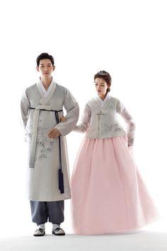Ideas Wedding Photography Korean Traditional Clothes For 2019 Korean Hanbok, Korean Dress, Korean Outfits, Korean Traditional Dress, Traditional Fashion, Traditional Dresses, Korea Fashion, Muslim Fashion, Gowns