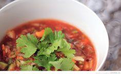 Végétarien, facile, froid et rafraîchissant, la gaspacho vous permet de faire le ménage du tiroir à légumes!