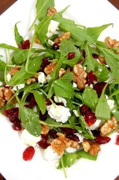 Salade met rucola, cranberries, walnoten en geitenkaas