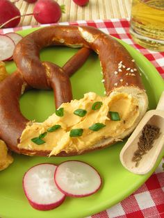 the origin of pretzels. The earliest recorded evidence of pretzels appeared in the crest of German bakers' guilds in 1111.