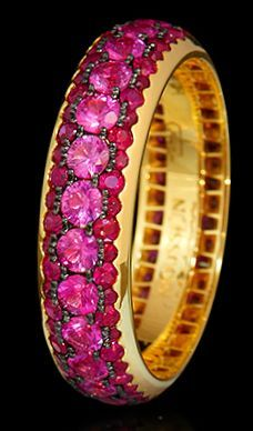 Mousson Atelier Dorojka Collection Gold 750 Sapphire and Ruby Ring featuring 1.74ct Pink Sapphire and 1.13ct Ruby; 3.61g total weight