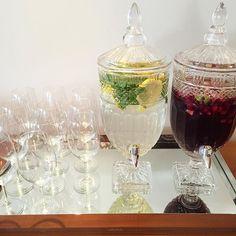 Agua com limão siciliano e hortelã e Sangria por @cookingismytherapy